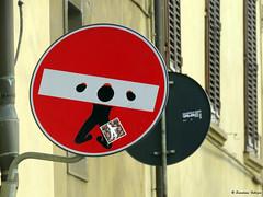 Senso vietato n°4 (scardeoni_fabrizio) Tags: segnale senso vietato stradale rosso