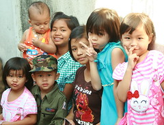 brothers and sisters (the foreign photographer - ฝรั่งถ่) Tags: seven children brothers sisters khlong thanon portraits bangkhen bangkok thailand canon kiss