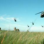 Vietnam War 1965 - BĐQ Nam VN tiến quân trong một cuộc tấn công vào khu vực Đồng Tháp Mười thumbnail