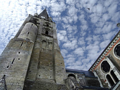 Ciel de Touraine (François Tomasi) Tags: église touraine indreetloire ville françoistomasi france europe reflex nikon pointdevue pointofview pov yahoo flickr google photo photography photographie lights light lumière colors color couleurs couleur ciel nuages nuage clouds cloud angle composition religion juin 2017 architecture langeais