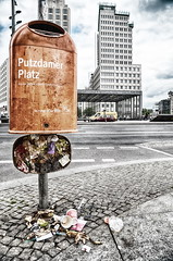 Putzdamer Platz (micagoto) Tags: bsr berlinerstadtreinigung berlin potsdamerplatz müll mülleimer trash sauber clean garbagecan abfall durchfall abfallkorb