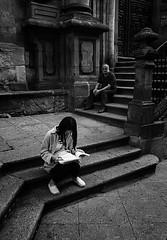 LA LECTORA / THE READER (oskarRLS) Tags: reader lectora libros calle street mood soletude solitario girl chica lectura books