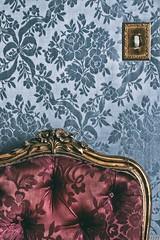 L'interrupteur (Isa-belle33) Tags: intérieur interior fauteuil wall mur vintage old colors couleurs fuji fujifilm armchair ancien