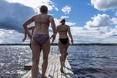 laiturilla uimaan juoksemassa (VisitLakeland) Tags: haapaniemi finland lakeland swimming swim swimmers move run juosta liike bikini swimsuit kesä summer lake ranta järvi