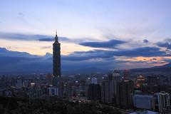 那年我拍過的Taipei 101 (ShawnRagg 尚雷格) Tags: taipei101 象山 sunset twilight 霞光 日落 華燈 台北 晨昏 黃昏 夜景