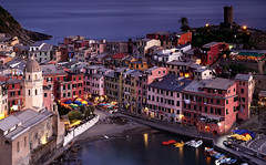 Vernazza - Cinque terre - Italy (Frédéric Lefebvre - Landscape photography) Tags: vernazza cinqueterre liguria ligurie italie italia italy seascape village harbour harbor bluehour dawn beautifullight beautifulview boat sea ngc