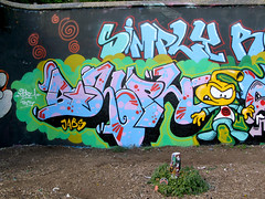 Bluph (Morn One) Tags: morn simplyrockers london graffiti trellick tragiccityinc bluph illuminartycolors