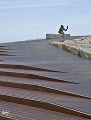 """El mono de """"Anís del Mono"""". (svet.llum) Tags: barcelona badalona catalunya cataluña mar mediterráneo paisaje escultura arquitectura verano"""