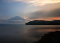 Fujisan (Myajima) Tags: 日本 japon japan fuji fujisan yamanakako lac lake eau water nuages clouds montagne mountain expositionlongue longexposure