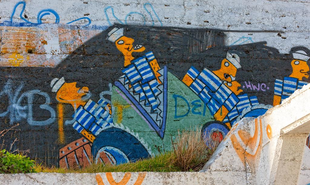 STREET ART AT THE OLD VICTORIAN TEA ROOMS [KILLINEY BEACH 2008]-129574