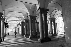DSC_8190_3610. Torino - Portici di Piazza Castello. (angelo appoloni) Tags: piemonte torino portici di piazza castello archi colonne persone che passano luci ombre piedmont turin arcades castles square arches columns people passing lights shadows