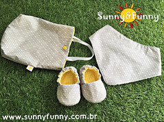 Kit Sapatinho Pantufa + Babador Bandana Cinza e Amarelo (sunnyfunnystudio) Tags: sunnyfunnystudio sapatinho bebê pantufa babies forbabies sapato artesanal tecido presenteparabebê presente enxoval de