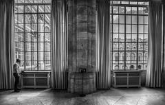 OLLADAS (chuscordeiro) Tags: olladas mirada ventana luz cortina madrid blancoynegro palacioreal bw canon 1dxmarkii 1635f4 españa turismo patrimonio nacional
