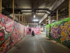DIE BESTEN JAHRE … (lars_uhlig) Tags: 2017 deutschland germany hannover ihmezentrum architektur architecture passage graffiti durchgang beton concrete