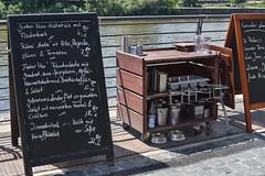 2017 Speisekarte im Oosten (mercatormovens) Tags: oosten frankfurt restaurant realwirtschaft ausflugslokal mainufer sommer outdoor speisekarte ostend