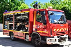 BSPP - CD 7 (Arthur Lombard) Tags: bspp pompiers pompiersdeparis caserne casernedepompiers firedepartment firebrigade firetruck firestation red rouge iveco ivecoeurocargo rescue cd cd7 gyrophare bluelight gyroled 112 18 911 999 military militaire army arméedeterre armée arméefrançaise emergency