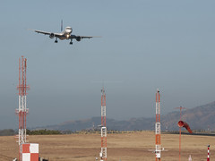 final approach (Bernal Saborio G. (berkuspic)) Tags: approach finalapproach windsock airplane landing airport boeing b757