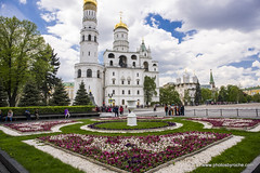 Kremlin-Ivan the Great Bell Tower (doveoggi) Tags: 6935 moscow russia city europe easterneurope travel tourism kremlin flowers
