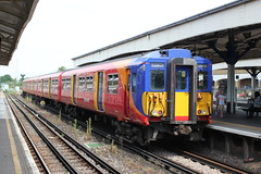 South West Trains . 5851 . Wimbledon Station , London . Thursday 06th-July-2017 . (AndrewHA's) Tags: london wimbledon railway station train emu electric multiple unit class 455 5851 southwest trains guildford waterloo stopping passenger service brel york works stagecoach