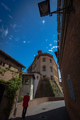 chris walks to the castle (36 of 1) (sassiitalytours) Tags: barolo vino italy italia piemonte wine
