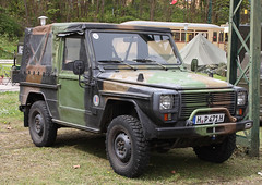 French Wolf (Schwanzus_Longus) Tags: hsm sehnde wehmingen german germany french france old classic vintage car vehicle military army jeep mercedes benz g wolf peugeot p4