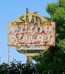 Sun Motor Court, McCook, NE (Robby Virus) Tags: mccook ne nebraska sun neon sign signage motel faded motor court