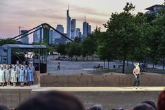 2017 Ödipus vor der Stadt: der Ahnungslose (mercatormovens) Tags: ödipus schauspielfrankfurt theater weselerwerft openair mainufer ostend frankfurt fluss tragödie menschen kultur