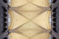 Onze-Lieve-Vrouwebasiliek / Tongeren (jlnljnphotography) Tags: notredame onzelievevrouw tongeren tongres limburg ceiling symmetry belgium basilique basiliek church