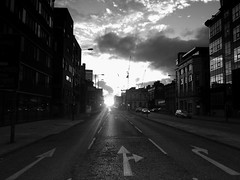 setting sun (vfrgk) Tags: settingsun sunset clouds cloudscape cloudporn urbanphotography urbanfragment streetphotography streetscene streetsnap monochrome bw blackandwhite streetlines architecture reflections buildings cranes silhouettes