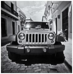 Fotografía Estenopeica (Pinhole Cameras) (Black and White Fine Art) Tags: aristaedu400 pinhole4214x214 pinhole03mm niksilverefexpro2 lightroom3 camaraestenopeica pinholecamera estenopo agujero pinhole jeep sanjuan oldsanjuan viejosanjuan puertorico bn bw