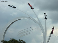 Goodwood (BenGPhotos) Tags: 2017 goodwood fos festivalofspeed central sculpture feature red arrows aerobatic display team bae hawk jet plane planes lotus 72 cosworth gold white blue brabham bt49 ferrari f2001 mercedesbenz w07 f1 formula 1 one