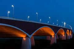 Into the night (Maerten Prins) Tags: netherlands nederland holland nijmegen bridge oversteek waal lamp curve lamppost fork gate crossing line lines evening dawn star stars arch orange blue
