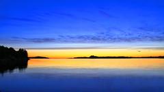 Herdlafjorden 29. juni -17 (bjarne.stokke) Tags: herdlafjorden hordaland askøy norway norge norwegen skyer solnedgang sommer langlukkertid sunset speiling siluett