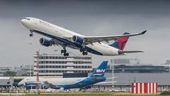 Delta A330-300 leaving Amsterdam for Minneapolis (Nicky Boogaard) Tags: boeing airbus aviation dmaviation aircanada klmcityhopper aa americanairlines kalittaair deltaairlines 787 dreamliner easyjet a319 747 freigther 747400 777200 77w 7878 7879 embrear e175 jetairways united keniaairways
