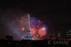Paris 14 juillet 2017 - Feu d'artifice (ManuS UWPhotos) Tags: longexposure fireworks denuit feudartifice paris d7200 eiffeltower