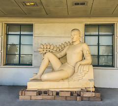 1940 pageant of the pacific god (pbo31) Tags: bayarea california iphone7 color july 2017 summer boury pbo31 sanfrancisco city urban treasureisland 1940 deco terminal goldengateinternationalexposition worldsfair art yellow god goddess gold sculpture bookends