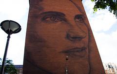 Micro micro (Loanne Lo ou Lolo) Tags: streetart brique paris paris13