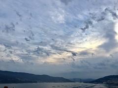 (Paz - iPhone) Tags: raro nubes cielo rande