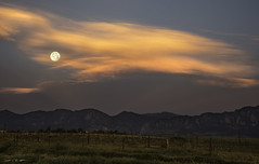 Strawberry Orb (courtney_meier (away)) Tags: boulder bouldercounty colorado davidsonmesa junefullmoon strawberrymoon cloud clouds crepuscular crepuscularlight dawn fullmoon moon moonset morning morninglight sunrise unitedstates us