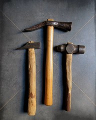 New old hammers, the handles of the little ones are rough and wonky but they are fixed well and fit perfectly my hand, now time to polish them! ❤️ #toolsofthetrade #hammers #newtools #byhand #gifts #perfectimperfection (Nataliaraya) Tags: new old hammers handles little ones rough wonky but they fixed well fit perfectly hand now time polish them ❤️ toolsofthetrade newtools byhand gifts perfectimperfection