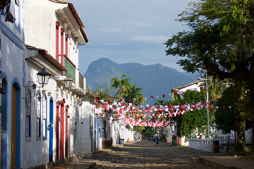 brazil-paraty-bunting-in-main-square-copyright-pura-aventura-thomas-power