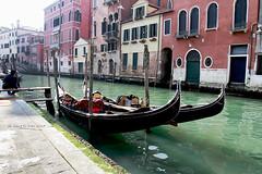 Venezia (Gina.Di) Tags: venezia venice canali acqua veneto italia gondole riflessi canalivenezia