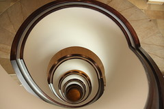 Nach unten.. (Elbmaedchen) Tags: staircase treppenauge roundandround indoor spirals lines curves wendeltreppe helix stairs stufen downstairs