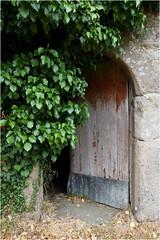Türen - Guerlesquin - (HORB-52) Tags: berndsontheimer guerlesquin finistère bretagne france tür porte door porta puerta
