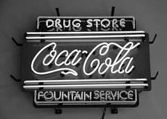 Coca-Cola (Adventurer Dustin Holmes) Tags: 2017 sign signs drugstore neon cocacola coke fountainservice
