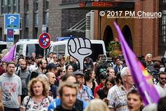 Protest gegen G20 - Demonstration: Grenzenlose Solidarität statt G20 - 08.07.2017 - Hamburg - IMG_2988 (PM Cheung) Tags: schulterblatt plünderungen g20 hamburg welcometohell demonstration schwarzerblock protest g20summit krawalle ausschreitungen umsganze colourtheredzone shutdownthelogisticsofcapital polizei kundgebung fischmarkt roteflora schanzenviertel pmcheung wasserwerfer blockaden räumpanzer 2017 demo mengcheungpo gewerkschaftsprotest tränengas facebookcompmcheungphotography g20gegner 08072017 krisenpolitik blockupy hansestadt hartmutdudde polizeirepression camp kapitalismus usk partypolizei pomengcheung antikapitalismus g202017 gipfelgegner blockadeaktionen grosdemonstration gipfelprotest hamburgermesse donaldtrump angelamerkel euflüchtlingspolitik kurden türkei interventionistischelinke grenzenlosesolidaritätstattg20 grosdemonstrationgegeng20