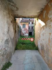 Divieto di accesso (Mi-Fo-to) Tags: divieto accesso strada vicolo forbidden street case houses vecchie old photography mifoto follina italy italia