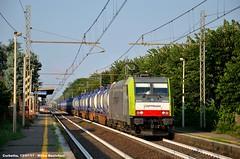 Ferroviale alberato (mdeste96) Tags: e483 traxx captrain corbetta santostefanoticino fermata stazione ferrovia treno trenomerci akiem ferroviamilanotorino railway train e483311