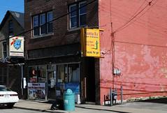Sante Fe Liquors & Groceries, Racine Wisconsin (Cragin Spring) Tags: midwest unitedstates usa unitedstatesofamerica building wisconsin wi racine racinewi racinewisconsin grocery liquors store sign oldstyle santefeliquorsgrocery