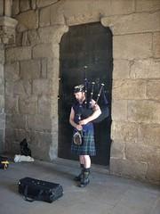 Young Scottish Bagpipe Player (Compy54) Tags: jakobsweg jacobstrail spanien spain españa dudelsackspieler dudelsack bagpipe musik music kilt schotte scottish santiagodecompostela